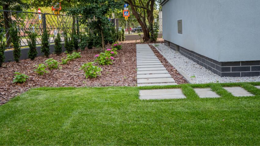 Chodnik ogrodowy - zakładanie ogrodów Green Solutions