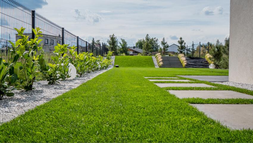 Trawnik wogrodzie - zakładanie trawnika